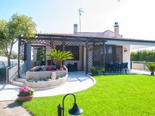 Villa San Flaviano – villa with veranda and garden, Conversano