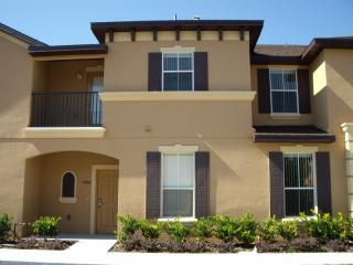 Beautiful 3 Bedroom Home with WIFI conveniently located near Disney, Kissimmee