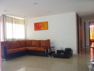 Rt 3 bedroom , Poblado Ave with pool