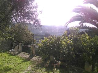 Little house with garden 10minutes from the beach, Imperia