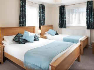 Trevose Apartment - Sleeps 2/3 - just a 15 minute walk from the beach.
