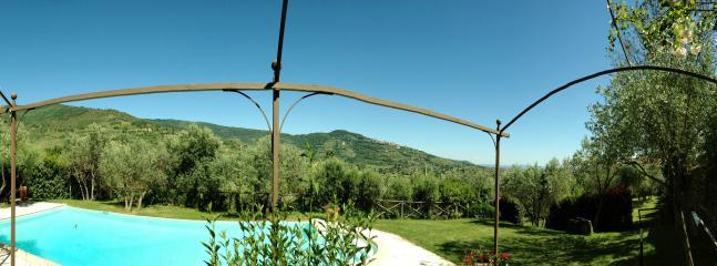 Old Tuscan Farmhouse - Great View on Cortona