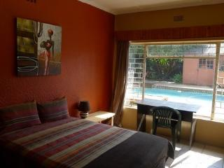 AWESOME HOUSESHARE ACCOMMODATION IN JOHANNESBURG, Randburg