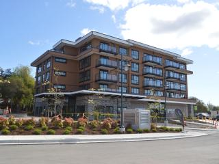 Travino 2 bd condo in Royal Oak, Victoria