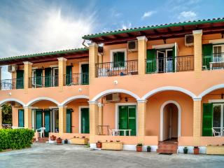 Stavros Apartments  4 persons