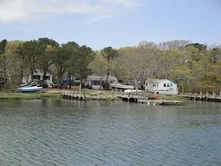 1 & 2 bedroom quaint cottages, salt water river, Mashpee