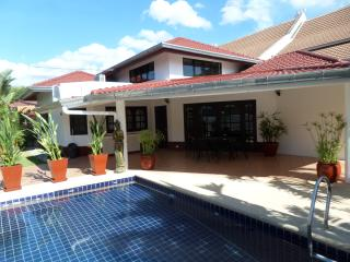 siam court house by the sea 4 bedrooms and pool, Sattahip