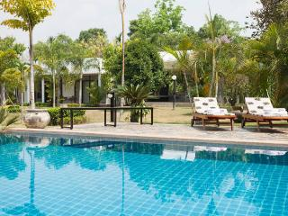 Luxury villa with infinity pool and maid service, Chiang Mai