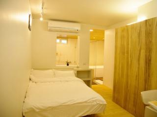 Loft Hostel-Room 1A (宜蘭羅東夜市樂福民宿-雙人套房1A)