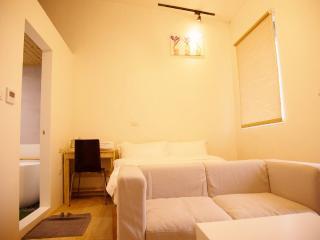 Loft Hostel-Room 3B (宜蘭羅東夜市樂福民宿-雙人套房3B)