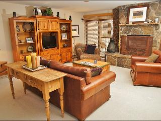 Steps from Ski Slopes - Perfect for 3 Couples  (1517), Steamboat Springs