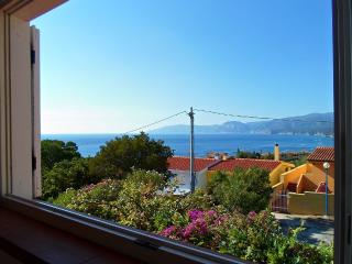 see view independent house with garden, Cala Gonone