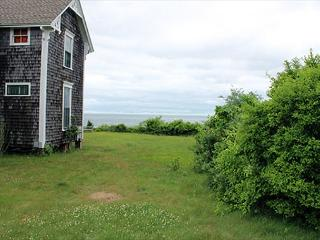 QUINTESSENTIAL VINEYARD COTTAGE WITH VIEW & BEACH, Edgartown