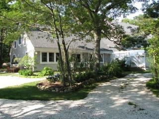 CHARMING CONDO WITH BEAUTIFUL CATHEDRAL CEILINGS, Vineyard Haven