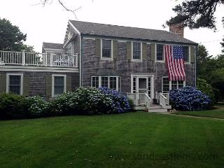 BEAUTIFUL COLONIAL JUST MINUTES FROM SOUTH BEACH, Edgartown