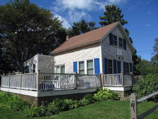 CHARMING COTTAGE-WALK TO TOWN & HARBOR!, Oak Bluffs