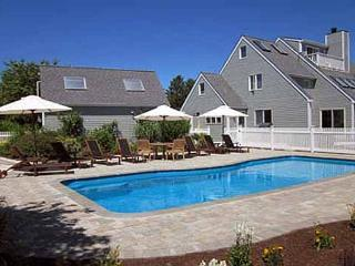 LUXURIOUS KATAMA W/ A POOL HOME IDEAL FOR A FAMILY GETAWAY, Edgartown
