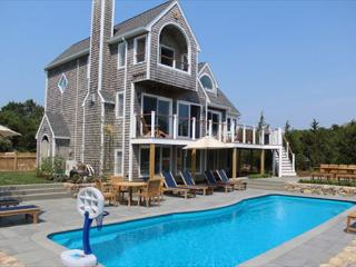 LUXURIOUS KATAMA HOME WITH HEATED POOL, Edgartown
