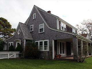 IN-TOWN EDGARTOWN HOME WITHIN WALKING DISTANCE TO TOWN, Edgartown