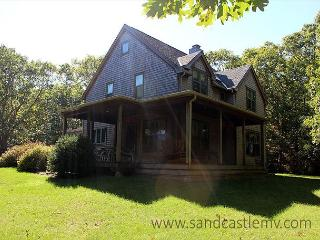 WALK TO PRIVATE ASSOCIATION BEACH FROM THIS BEAUTIFUL PRIVATE HOME, Vineyard Haven