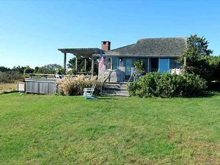 CHARMING WATERFRONT COTTAGE WITH WONDERFUL VIEWS OF THE ATLANTIC OCEAN, Chilmark