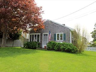 LOVELY IN-TOWN COTTAGE WITH LARGE BACK YARD, Edgartown