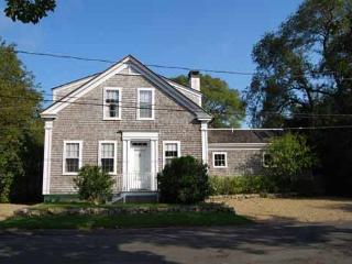 WONDERFUL 1900 SEA CAPTAINS HOUSE JUST A SHORT WALK TO EDGARTOWN, Edgartown