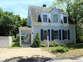 BEAUTIFUL IN-TOWN EDGARTOWN HOUSE AND GUEST