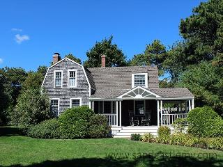 BEAUTIFUL KATAMA FARMHOUSE WITHIN BIKING DISTANCE TO SOUTH BEACH, Edgartown