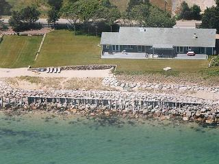 WATERFRONT HOME WITH PRIVATE BEACH, Oak Bluffs