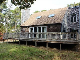 LOVELY HOME LOCATED IN MEADOWVIEW FARMS CLOSE TO GOLF, BIKE PATH AND BEACH, Oak Bluffs