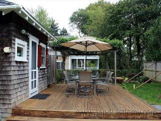 Wonderful Bungalow with Beautiful Outdoor Patio, Edgartown