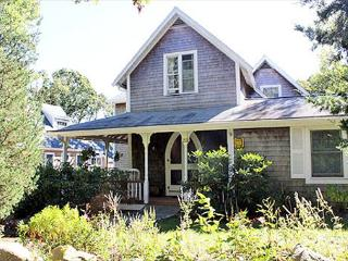 Completely Renovated Cottage Close to Town, Oak Bluffs