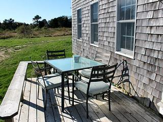 STEP BACK IN TIME COTTAGE WITH LOVELY BEACH!, Edgartown