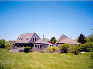 TRANQUIL HOME OVERLOOKNG THE OCEAN. ADD A BEACH AND WHAT COULD BE BETTER, Chilmark