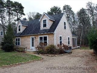 Enjoy the charm of a Vineyard cottage with all the amenities of today, Oak Bluffs