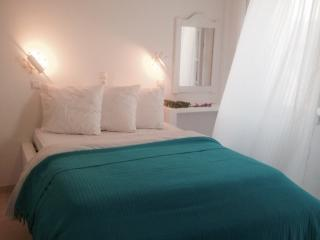 *RENOVATED* Beach studio for 2, Krios beach, Paros, Parikia