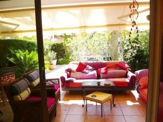 garden apartment Cannes very near beach