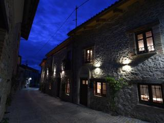 "Charming house in the Langhe ""Maison des Roses"", Bossolasco"