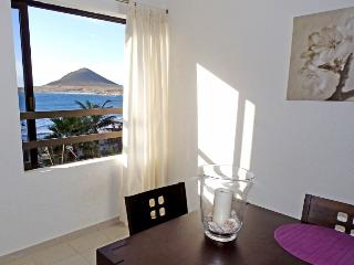 Magnific Beachfront apartment with wifi and sat tv, El Medano