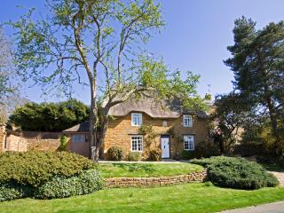 Autumn Cottage - Thatched Rutland Luxury Holiday Cottage