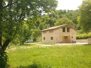 Private, elegant zen cottage, 10 min. from Siena