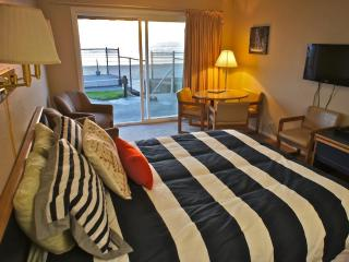 Octopus in Boots - Cute Condo RIGHT on the Beach!, Lincoln City