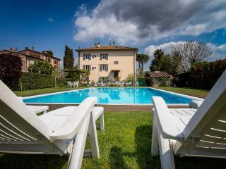 casa padronale del 1800 ristrutturata con piscina, Lucca
