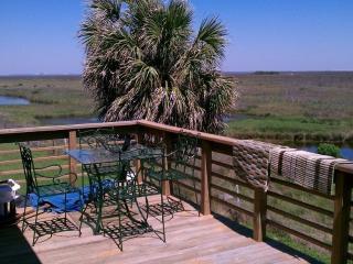 Breezy 'V' PHENOMENAL Gulf & Bay Views!, Galveston Island