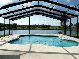 3045ELD. Orlando 3 Bedroom Pool Home With Pool Deck Overlooking Large Lake
