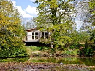 Ryders Lodge, 8 Indio Lake located in Bovey Tracey, Devon