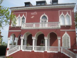 Villa Mega, Savudrija