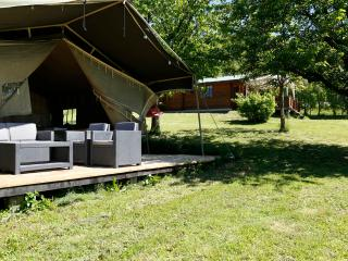 Luxurious Lodgetent with pool, near Barolo, Bonvicino