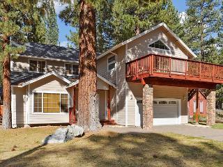 4BR Bijou House w/ Hot Tub & Pool Table, 5 Mins. from Heavenly Resort, South Lake Tahoe